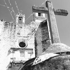 Iglesia de Huaquechula... (Jessi Gonzlez) Tags: blancoynegro iglesia puebla turismo mx tradicin huaquechula exconvento iphonephoto
