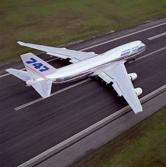 747-400 K57182 (Luiz Antonio Bassani) Tags: runway 747 747400
