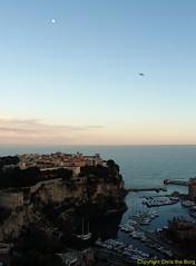 le rocher et la lune (Chris the Borg) Tags: sea sky mer rock port garden golden view harbour coucher jardin monaco ciel hour fontvieille rocher
