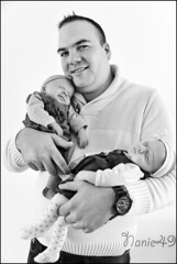 Papa & ses filles. (nanie49) Tags: family famille portrait baby france familia nikon dad famiglia retrato father nb bn newborn d750 papa francia bb pre nouveaun reciennacido paternit nanie49