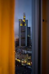 Fenster zur Bank (SimSullen) Tags: skyline hotel abend frankfurt fenster main wolken jumeirah commerzbank hochhaus