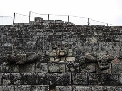 "Copan Ruinas: la Place des Jaguars <a style=""margin-left:10px; font-size:0.8em;"" href=""http://www.flickr.com/photos/127723101@N04/26278133430/"" target=""_blank"">@flickr</a>"