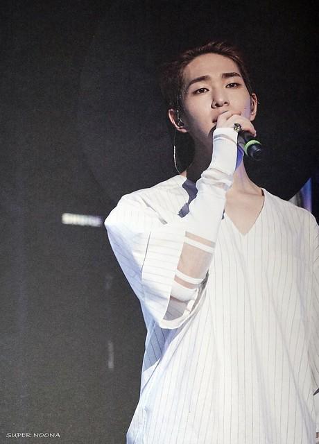 160421 SHINee @ Photobook SHINee World Concert IV 26374441250_430630b9e3_z