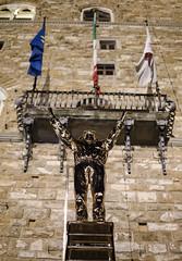 Measuring (Vitor FL) Tags: sculpture art monument metal florence shiny jan meta firenze piazza palazzo fabre combination vecchio signoria janfabre