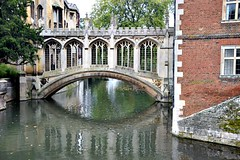 Bridge of Sighs  Cambridge style (Peter Denton) Tags: uk bridge cambridge england reflection history architecture education europa europe university arch gothic learning bridgeofsighs stjohnscollege rivercam henryhutchinson nikond5300