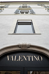 Valentino (Fairy_Nuff (new website - piczology.com!)) Tags: windows italy rome shop designer di piazza spagna valentino upshot