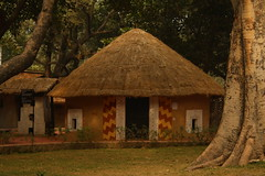 """Gadba"" Hut of Orissa, at Crafts Museum, New Delhi (ilovethirdplanet) Tags: india delhi hut ind"