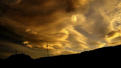 Una chica en el cielo vive en mi ocano salvaje (Pjaro Post) Tags: patagonia atardecer viento cielo nubes lenticular paraso chaltn 387 lenticulares parquenacionallosglaciares elchaltn