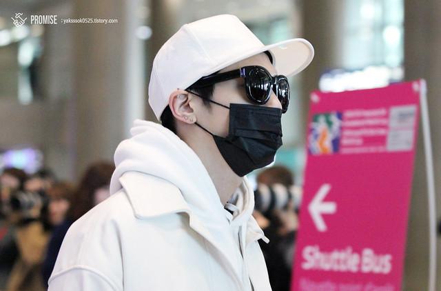 160215 Jonghyun @ Aeropuerto de Incheon {Llegada a Corea} 24441253154_baf364a09e_z