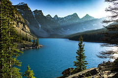 Moraine Lake (Royal Bloke) Tags: lake mountains rockies alberta peaks banffnationalpark morainelake
