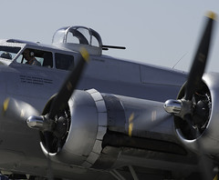 B-17_DSC_1235-2 (sara97) Tags: aircraft airshow b17 missouri saintlouis b17bomber militaryaircraft vintageaircraft photobysaraannefinke prepeller spiritofsaintlouisairport airshow2014 spiritofsaintlouisairshow2014 spiritofsaintlouisairshow