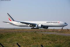 Air France Boeing B777-328ER F-GZNO On track 08R (AlainG) Tags: france plane airport aviation landing aeroport iledefrance spotting avion airfrance cdg liner atterrissage charledegaulle 08r boeingb777 b777328er canon5dmarkiii fgzno