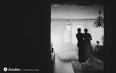 swietliste-fotografujemy-emocje-przygotowania-slubne-Bydgoszcz-ubieranie-sukni