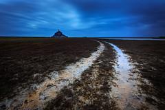 Le Mont et sa baie ... encore ... (Ludovic Lagadec) Tags: longexposure sky mer seascape landscape marin normandie manche vanguard montsaintmichel bleue nisi baie prssals mare heurebleue gnd8 ludoviclagadec