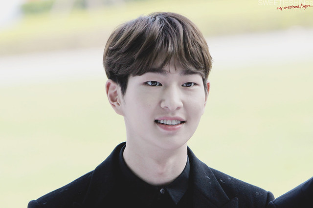 160328 Onew @ '23rd East Billboard Music Awards' 26154536501_e5dcb9dc11_z