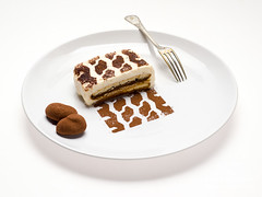 Runover tiramisu (Tuin) Tags: track band plate tire rubber cocoa michelin bord chocolat chocolade truffel cacao bandenspoor tiramusi