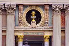 Paris Avril 2016 - 174 sur la faade de l'Opra, Mozart prend la poussire (paspog) Tags: paris france spring april dust opra avril mozart printemps frhling 2016 opragarnier poussire