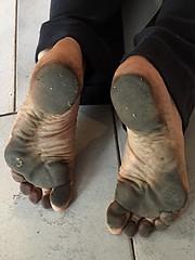 Barefoot runner (danragh) Tags: dirty soles scalzo runnerfeet barefootsoles barfsig piedinudisporchi