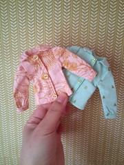 Lovely swap items (florayah) Tags: doll yarn blythe hobbies artsandcrafts blythedoll dollclothes yarndyeing blytheoutfit blytheclothes