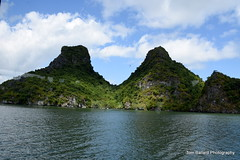 D72_7521 (Tom Ballard Photography) Tags: vietnam halongbay tourboats bayclub 20151118