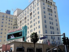 California dreamin' (ramonitareds) Tags: california sky white building hotel hollywood towell orangedr
