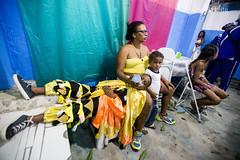(Elisângela Leite) Tags: brasil riodejaneiro criança festa menino mãe caxias palhaço guilherme folia mamadeira 4anos foliadereis arremate elisângelaleite reisadoflordooriente vilarosário