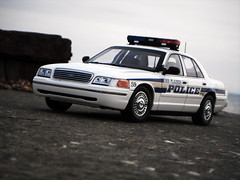 1998 Ford Crown Victoria Police Interceptor P71 - Des Plaines Illinois 1:18 Diecast by Autoart (PaulBusuego) Tags: usa ford chevrolet beach scale car america sedan toy photography town miniature illinois model doors cops mercury outdoor taxi 4 platform police grand indoor victoria 1999 des criminal domestic american modular cop lincoln plaines vehicle dodge crown 1998 law enforcement squad fleet saloon panther luxury cruiser v8 policeman 46 marquis interceptor 118 fullsize sirens diecast p71 bexhill crownvic lightbar rwd autoart cvpi