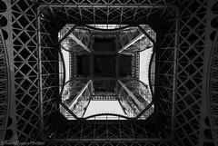 IMG_8833 (SylvainDupuyPhotos) Tags: blackandwhite bw paris tour noiretblanc nb pniche toureffeil effeil effeiltower