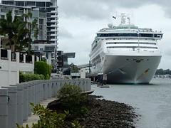 Cruise ship on the Brisbane River (mikecogh) Tags: scale apartments hamilton shore cruiseship brisbaneriver oceanliner seaprincess