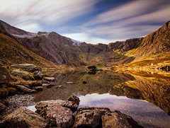 Llyn Idwal & Devil's Kitchen (EVO GT) Tags: mountain lake mountains reflection wales canon reflections landscape charlesdarwin welsh snowdonia northwales glyders devilskitchen cwmidwal ndfilter neutraldensityfilter llynidwal ogwenvalley theoryofevolution 10stopndfilter canon600d sigma1020mmf35exdchsm welshviews canon600deos