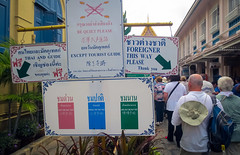 Foreigner this way (gus.kovac) Tags: thailand bangkok line grandpalace entrace