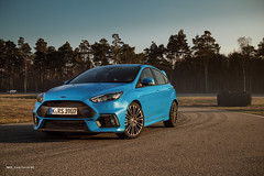 the new Ford Focus RS (Mo Lights) Tags: ford racetrack focus outdoor rs sportscar bluecar