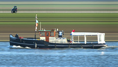 Carbon (Morthole) Tags: boot boat ship tugboat tug schiff barge sleepboot schip schlepper binnenvaart slitscan rheinschiff remorqueur