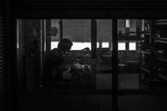 Detras de.. (Medigore) Tags: chile santiago blancoynegro luz persona natural sombra vidrio canont3i