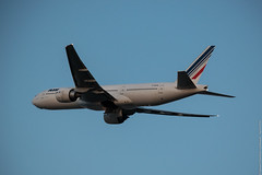 Boeing 777-228(ER) Air France (F-GSQP) -YUL (Sylvain C-G ) Tags: france plane airplane airport nikon montreal air off international take boeing af 777 spotting avion yul trudeau b777 777200 777200er b772 cyul avgeek pierreelliotttrudeau 777228er b777228er d5300 fgspq