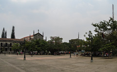"Léon: la plaza central <a style=""margin-left:10px; font-size:0.8em;"" href=""http://www.flickr.com/photos/127723101@N04/26533396362/"" target=""_blank"">@flickr</a>"