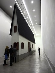 Bei Mutti: The Narrow House (jusan) Tags: art exhibition erwinwurm narrowhouse berlinischegalerie beimutti