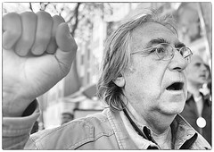 DSCF1060 (sergedignazio) Tags: street paris france photography fuji photographie mai rue homme 1er dfil x100s