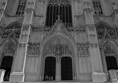 great architecture (felipeepu) Tags: brussels bw church cathedral belgium entrance brüssel belgien