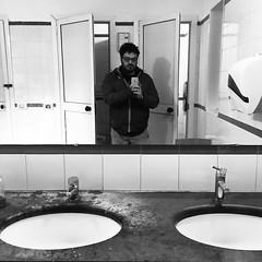 [il maniaco dei bagni] a #Portofino #cessopubblico (Urca) Tags: selfportrait self square italia squareformat autoritratto inkwell portofino 2015 ilmaniacodeibagni iphoneography instagramapp cessopubblico