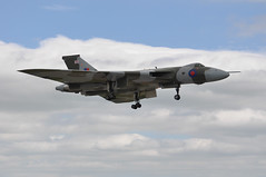 04th July 2010 RAF Waddington Airshow (rob  68) Tags: 04th july 2010 raf waddington airshow avro 698 vulcan b2 gvlcn xh558 cn set12 doncaster sheffield airport finningley