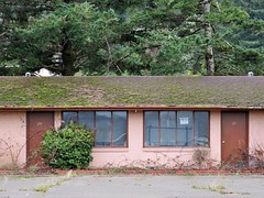 Rooms 29 and 30 (rickele) Tags: closed vacant highway101 outofbusiness coosbay livedin monthlyrates notell weeklyrates usroute101 bayshoremotel