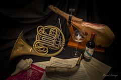 Life pleasures / Placeres de la vida (Hornisterol) Tags: lightpainting bodegn horn cor febrero corno 2016 trompa manueljrrega