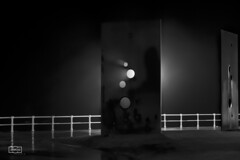 Extrañas luces/ Strange lights (Jose Antonio. 62) Tags: light blackandwhite bw sculpture españa blancoynegro luz beautiful spain shadows gijón asturias escultura sombras