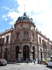"Oaxaca: le Théâtre Macedonio Alcalá <a style=""margin-left:10px; font-size:0.8em;"" href=""http://www.flickr.com/photos/127723101@N04/25266606749/"" target=""_blank"">@flickr</a>"