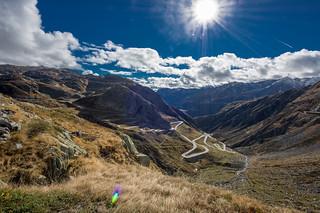 Blick vom St. Gotthardpass auf die Tremolastraße