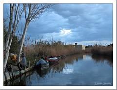 Nubes azuladas (Lourdes S.C.) Tags: agua paisaje cielo nubes laguna barcas nwn canales laalbufera elpamar