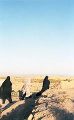 Yadz, Iran (2015) (Camille Léage) Tags: travel portrait 35mm landscape women iran islam hijab photojournalism ishootfilm reportage filmphotography yadz