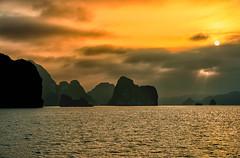 Golden Hour (Marshall Ward) Tags: seascape landscape islands bay asia southeastasia long vietnam ha halong goldenhour 2016 nikond800 afszoomnikkor2470mmf28ged marshallward