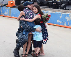 Sailor embraces his wife and four kids after returning from a regularly scheduled deployment onboard USS Toledo. (Official U.S. Navy Imagery) Tags: unitedstates homecoming hugs groton conn usstoledossn769